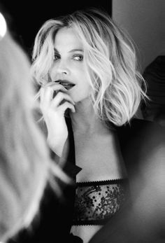 Drew Barrymore media gallery on Coolspotters. See photos, videos, and links of Drew Barrymore. Instyle Magazine, Revista Instyle, Hooded Eye Makeup, Hooded Eyes, Actrices Hollywood, Kirsten Dunst, Jessica Biel, Great Hair, Awesome Hair