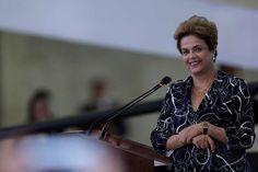 """""""Não vou para debaixo do tapete, vou ficar aqui brigando"""", diz Dilma"""