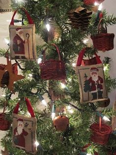 Prairie Schooler decorated tree - beautiful idea from http://samplers-and-santas.blogspot.com/p/stitchers-christmas.html