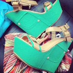 I love the color of these wedges so want!!!