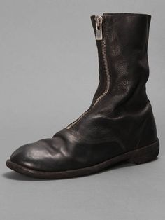 Oversize and undersize w/ Guidi leather boots with a front zip closure and 2cm heel