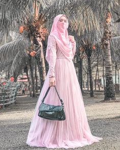Niqab Fashion, Muslim Fashion, Ootd Hijab, Hijab Outfit, Cute Couple Pictures, Girl Pictures, Cute Couples, Niqab Style, Iphone Wallpaper