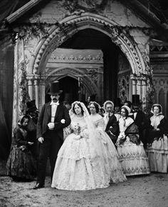 Antique Wedding Dresses, Wedding Gowns, Vintage Weddings, Victorian Era, Victorian Fashion, Victoria Reign, Victorian Photography, Vintage Photos Women, Old Paris