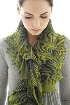 3D textiles design - leaf-like textured scarf with spiralling pleats using Arashi Shibori - fabric manipulation for fashion // Anne Selby