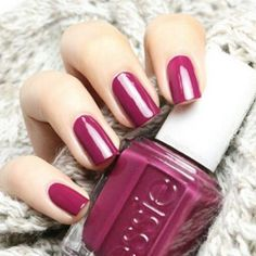 @nagelfreuden knows gorgeous is always in fashion with and essie 'bahama mama' manicure.