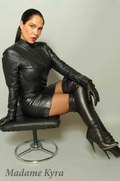 leather,BDSM and many more. Sexy Latex, Sexy Outfits, Leather Gloves, Leather Pants, Sexy Stiefel, Hot Goth Girls, Latex Dress, Leather Dresses, Leather Outfits