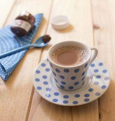 Chocolat chaud au nutella – recette facile et express - Ôdélices : Recettes de cuisine faciles et originales ! Dark Chocolate Brands, Hot Chocolate, Cocoa, Sweet Coffee, Coffee Time, Eat Cake, Sweet Recipes, Tea Cups, Brunch