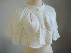 Myknittingdaily: Knitting Cape Capelet Soft White For Lady - Diy Crafts Capelet Knitting Pattern, Knitted Cape Pattern, Knit Shrug, Knitted Poncho, Knitted Shawls, Crochet Shawl, Knitting Patterns, Knit Crochet, Vogue Knitting