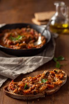 Moroccan Eggplant Salad - Zaalouk - Shoot the Cook - Easy recipes and tricks for photographing food saludables sin verduras recetas faciles Eggplant Salad, Easy Meals, Easy Recipes, Beef, Moroccan Salad, Cooking, Traveling, Food, Gastronomia