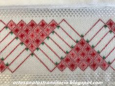 ARTESANATOS TRANSITÓRIA Bargello, Erdem, Cross Stitch, Pasta, Blue Towels, Hand Towels, Hand Embroidery Flowers, Bath Towels & Washcloths, Hand Embroidery Stitches