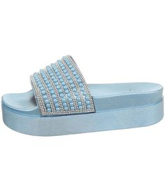 Platformované šľapky s bohato zdobeným remienko a tvarovanou stielkou. Slabo modré šľapky si zamilujete vďaka ich pohodlnosti a nadčasovému dizajnu od výrobcu Sergio Todzi. Pool Slides, Platform, Slip On, Sandals, Shoes, Fashion, Moda, Shoes Sandals, Zapatos