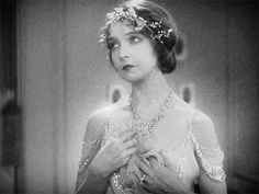 Lillian Gish in One Romantic Night Vintage Movie Stars, Vintage Movies, Hollywood Icons, Classic Hollywood, Love Her Madly, Lillian Gish, Romantic Night, Goddess Of Love, Orange Nails