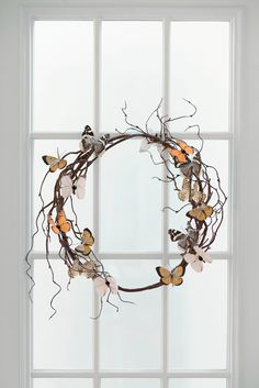 Make spring decoration yourself - Simple and exciting DIY projects for colorful decoration at home Diy Butterfly Decorations, Butterfly Crafts, Spring Decorations, Spring Home Decor, Spring Crafts, Diy Papillon, Fleurs Diy, Deco Nature, Diy Wreath