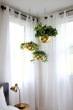 Elegant DIY Hanging Planter Ideas For Indoors These gold hanging pots are gorgeous! MoreThese gold hanging pots are gorgeous! Diy Hanging Planter, Hanging Pots, Planter Ideas, Hanging Basket, Gold Planter, Hanging Gardens, Window Hanging, Hanging Lights, Indoor Garden