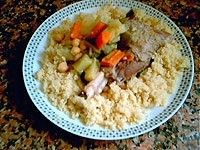 El Cuscús de cordero, es un plato emblemático de la cocina tradicional marroquí, una cocina llena de aromas, sabores y texturas típicamente mediterráneas. Receta paso a paso. http://www.alotroladodelcristal.com/2014/04/cuscus-de-cordero-receta-tradicional.html