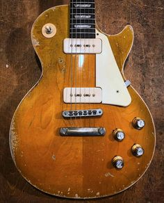 Vintage and rare Gibson Les Paul Gibson Guitars, Fender Guitars, Rare Guitars, Acoustic Guitars, Gibson Les Paul, Gibson Lp, Prs Guitar, Guitar Pins, Guitar Art
