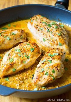 Zingy Garlic Lime Skillet Chicken - An easy chicken dinner recipe for any night of the week. Fresh simple ingredients and creamy sauce. This chicken recipe Garlic Lime Chicken, Lime Chicken Recipes, Chicken Skillet Recipes, Chicken Recipes Video, Easy Chicken Dinner Recipes, Pastas Recipes, Cooking Recipes, Soup Recipes, Diet Recipes