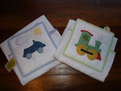 toalhas em patchwork para bebê | Conjunto de toalha e babador. Encomenda da Sandra para presentear uma ...