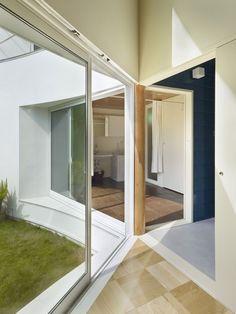 House Snapped | Saitama, Japan | Naf Architect & Design