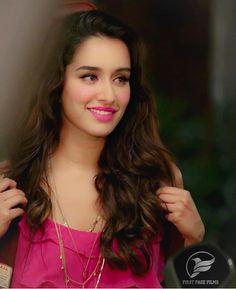 15 Most Beautiful Shraddha Kapoor Photos, Images, Wallpapers Bollywood Heroine, Bollywood Actress Hot, Beautiful Bollywood Actress, Most Beautiful Indian Actress, Stylish Girl Images, Stylish Girl Pic, Prettiest Actresses, Beautiful Actresses, Indian Celebrities