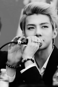 Saranghae (EXO Sehun Fanfic) Chapter 7 - Page 1 - Wattpad i dont know why it wont show the cover lols Luhan, Kpop Love, Rapper, Ao Haru, Kim Jong Dae, Kim Minseok, Exo Ot12, Exo Members, Block B