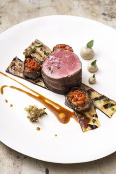 Lamb, Chargrilled Eggplant and eggplant purée Gourmet Recipes, Beef Recipes, Cooking Recipes, Good Food, Yummy Food, Yummy Lunch, Beef Dishes, Molecular Gastronomy, Restaurant Recipes