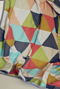 Triangle quilt tutorial: This is a level of DIY & Crafty way beyond my scope of patience, so am filing under 'will likely never happen'. Triangle Quilt Tutorials, Quilting Tutorials, Quilting Projects, Sewing Tutorials, Sewing Crafts, Sewing Projects, Triangle Quilt Pattern, Triangle Quilts, Art Quilting