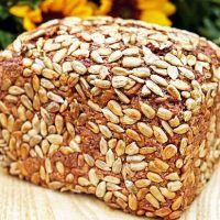 Această pâine nu trebuie frământată, nici lăsată la dospit, nici măcar modelată înainte de a o pune în tavă. Procesul durează 5 minute.