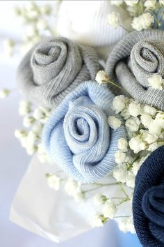 DIY Baby Shower Decorations - DIY Baby Socks Rose Flower Bouquet - Cute and Easy Ways to Decorate for A Baby Shower Ideas in Pink and Blue for Boys and Girls- Games and Party Decor - Banners, Cake, Invitations and Favors Baby Shower Bouquet, Idee Baby Shower, Baby Boy Shower, Baby Shower Gifts, Baby Sock Corsage, Baby Sock Bouquet, Creative Baby Gifts, Diy Baby Shower Decorations, Homemade Decorations