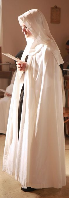 The Cistercian Nuns of Prairie du Sac, Wisconsin Catholic Art, Roman Catholic, Nun Outfit, Nuns Habits, Corporate Women, Bride Of Christ, Religion, Portraits, Beautiful Children