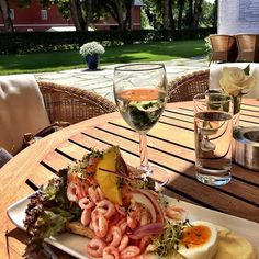Vel fortjent ⛳️ #sunday #golfing #lunchtime #oustøya #occ #oslo #norway 🏌🍤🚤👫