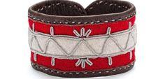 Sámi handicraft by Hanna Wallmark from northern Sweden, from the island of Seskarö outside Luleå. Lappland, Bone Jewelry, Textiles, Wrist Warmers, Leather Accessories, Creative Inspiration, Leather Craft, Handicraft, Scandinavian