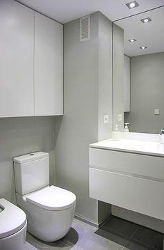 Chiralt arquitectos I Baño en vivienda moderna con mobiliario minimalista.