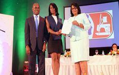 """Inaguja realizó su séptima graduación ordinaria """"Mujeres Emprendedoras 2015"""", acto en el que se graduaron 400 mujeres y hombres emprendedores"""