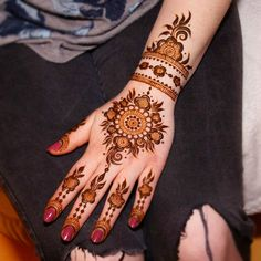 "162 Likes, 6 Comments - Theresa Verma (@mehndi_by_theresa) on Instagram: ""Design inspired by @hennabyang #mehndi #henna #mehndiartist #bridalhenna #mehndidesign…"""