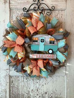 Would be super cute with a Volkswagen bus instead of camper! Camping Crafts, Fun Crafts, Diy And Crafts, Arts And Crafts, Wreath Crafts, Diy Wreath, Burlap Wreath, Wreath Making, Camping Signs