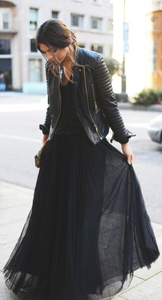 Chic in all black like a fashionista ballerina. Black top and cute peach tulle skirt. Sparkly top, tulle skirt and leopard pr. Look Fashion, Fashion Beauty, Autumn Fashion, Womens Fashion, Fashion Trends, Fashion Black, Dress Fashion, Latest Fashion, Fashion Spring