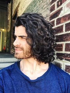 long curly hair for men / long curly hair men / rizos / long natural hair / men with long hair / cabelo cacheado masculino Curly Hair Shapes Length Long Curly Hair Men, Natural Hair Men, Curly Hair Styles, Curly Hair Cuts, Hair And Beard Styles, Medium Hair Styles, Natural Hair Styles, Guys With Curly Hair, Men Hair