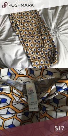 Os patterned lularoe leggings VGUC just not my style. Made in vietnam. One Size. Royal blue, cream, and a yellow/mustard/orange color. Hard to describe the yellow- would look great with a solid royal blue top! LuLaRoe Pants Leggings