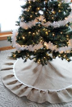 Going to try to make a burlap tree skirt this year but want to edge it in red felt.