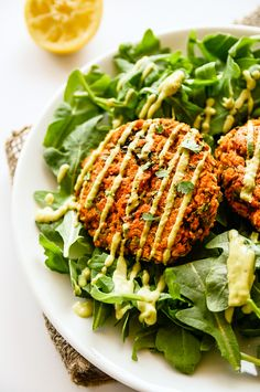 Sweet Potato & Lentil Cakes with Lemony Avocado Sauce - food - Avacado Meals Under 400 Calories, Lentil Patty, Whole Food Recipes, Cooking Recipes, Clean Eating, Healthy Eating, Vegetarian Recipes, Healthy Recipes, Red Lentil Recipes