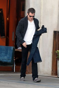 Chris Pine Photos Photos - Chris Pine seems to be doing some Christmas shopping for himself at a clothing store on Melrose Ave. He tried on several different pairs of jeans for an hour and only ended up purchasing one pair. - Chris Pine Does Some Christmas Shopping