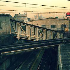 松本竣介みたい?下北沢駅舎。新宿高層街 遠望。#シモチカ Photo by ganpoe