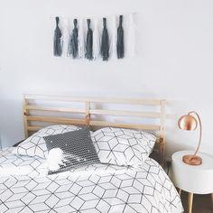 Décoration - Home Bedroom / Chambre / Lit Ikea Scandinave - Scandinavian Cuivre - copper Parure de lit graphique Black and white My Room, Dorm Room, Studio Apartment, Dream Bedroom, Room Inspiration, Room Decor, Interior Design, Diy Lampe, Home Decoration