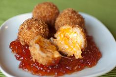 Pimiento Cheese Fritters with Red Pepper Jelly - this insanely delicious appetizer is a modern twist on a traditionally southern food. Recipes Appetizers And Snacks, Yummy Appetizers, Snack Recipes, Cooking Recipes, Party Snacks, Cheese Recipes, Dinner Recipes, Tapas, Pimiento Cheese