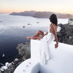 Greece Photo Journal :: Santorini moments & Outfit posts - Yumi Kim dress, Karen Walker sunglasses Published: July 16, 2016