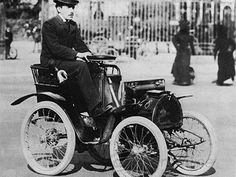 Ficheiro:Louis Renault with his first car. Henry Ford, Recherche Photo, Vintage Cars, Antique Cars, Renault Nissan, Fancy Cars, Car Loans, First Car, Car Manufacturers