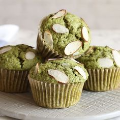 Gluten free and dairy free almond matcha muffins. A quick and easy recipe ready in 30 minutes. Made with whole grain flour, almond flour and matcha green tea. Matcha Cookies, Matcha Muffins, Cake Matcha, Matcha Cupcakes, Matcha Dessert, Green Tea Dessert, Healthy Muffin Recipes, Healthy Cake, Healthy Muffins