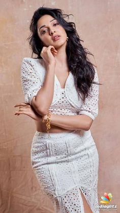 Beautiful pictures of Kiara Advani. Bollywood Actress Bikini Photos, Indian Bollywood Actress, Bollywood Girls, Beautiful Bollywood Actress, Most Beautiful Indian Actress, Indian Actresses, Indian Actress Images, Tamil Actress Photos, South Indian Actress