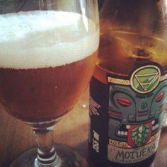 Cerveja Dama Single Hop Motueka, estilo India Pale Ale (IPA), produzida por Dama Bier, Brasil. 6.5% ABV de álcool.